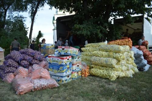 28 тонн продовольствия и одежды от верующих Запорожской епархии-жителям Донбасса