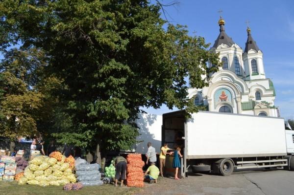 Запорожская епархия отправила 28 тонн гуманитарной помощи в Славянск и Святогорскую Лавру