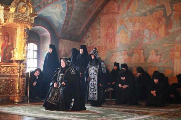 В час молитвы. Фото Владимира Орлова