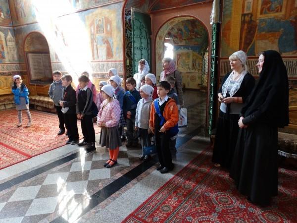 Маленькие паломники из Воскресной школы Троице-Сергиевого Варницкого монастыря. Фото Игоря Денисова