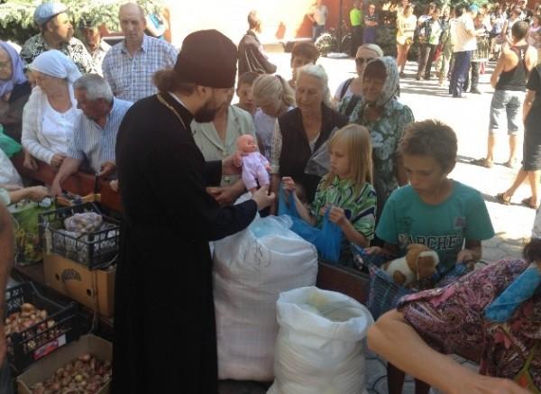Украинская Православная Церковь доставила гуманитарную помощь в Славянск