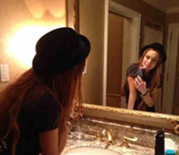 lindsay-lohan_selfie