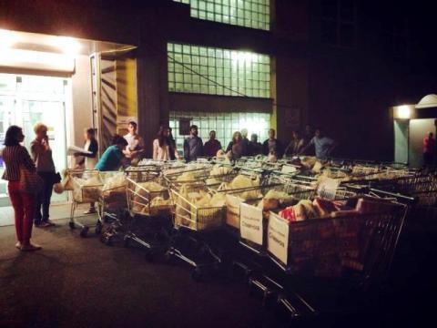 42 тележки продуктов жителям Славянска собрали церковные волонтеры в супермаркетах Киева