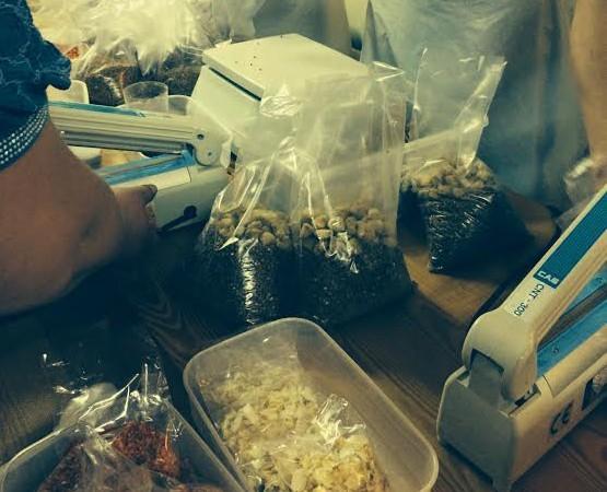 В Ростовской области открыли цех фасовки бесплатных продуктовых наборов для беженцев