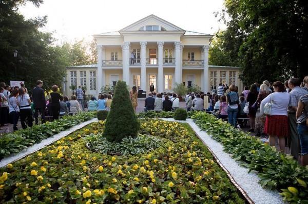Служба «Милосердие» и Парк Горького приглашают семьи с детьми на благотворительный концерт