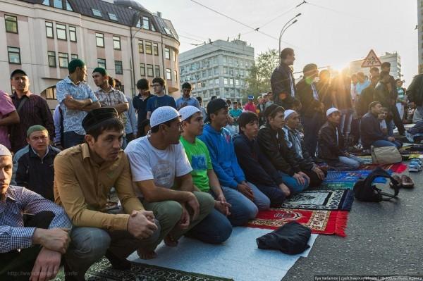 Более 160 тысяч мусульман приняли участие в праздновании Ураза-байрама в Москве