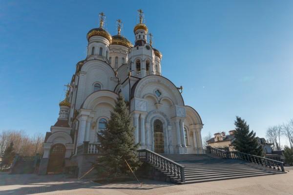 У Богоявленского собора Горловки взорвался снаряд, есть раненые