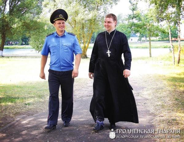 Священник и милиционер спасли утопающих супругов