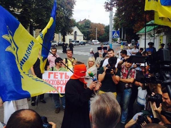 У ворот Киево-Печерской Лавры проходит митинг украинских националистов