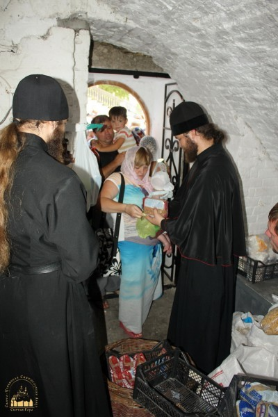 14. Беженцы в Святогорской Лавре_новый размер_новый размер