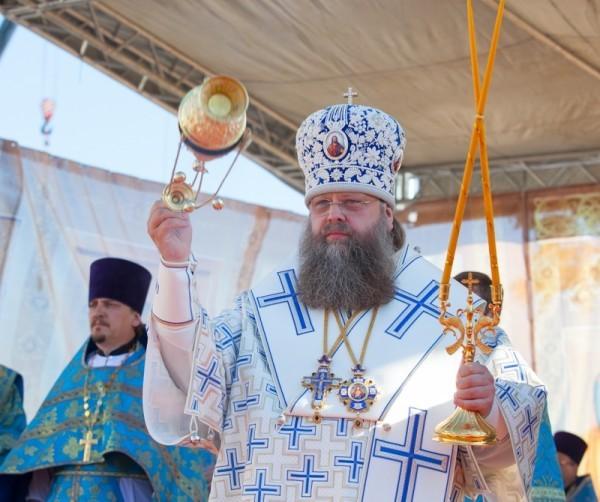 Митрополит Ростовский и Новочеркасский Меркурий совершил литургию на месте разрушенной Успенской церкви Азова
