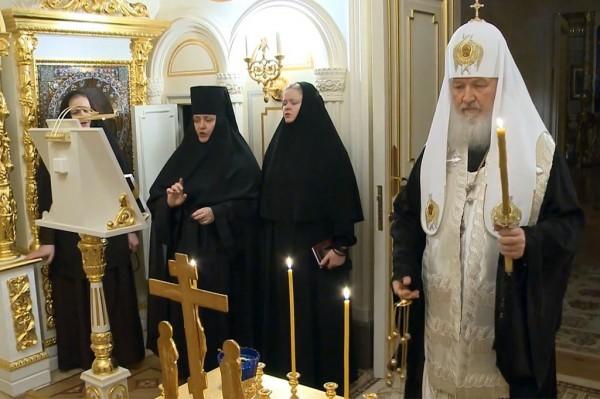 Патриарх Кирилл помолился об упокоении погибших в московском метро