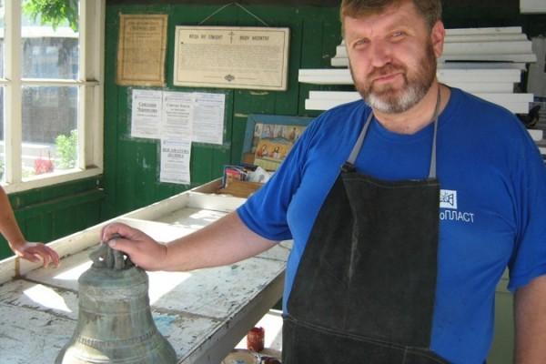 При реставрации храма в Днепропетровске нашли старинный колокол разрушенной колокольни