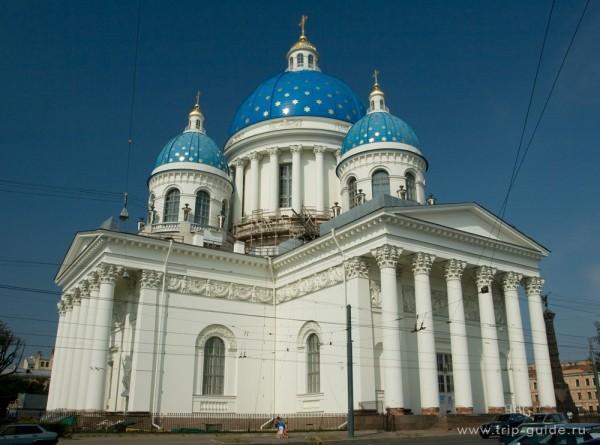 Троицкий собор в Петербурге оформили художественной подсветкой
