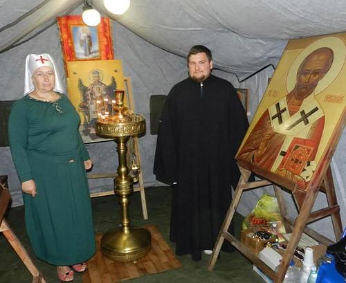 Cестра Ольга и благочинный Донецкого округа Шахтинской епархии иерей Владимир Татаркин