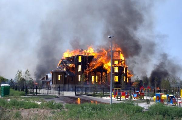 Благовещенский храм в Горловке сгорел от артобстрела (+ФОТО, ВИДЕО)