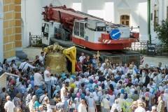 На колокольню Киево-Печерской Лавры подняли самый большой колокол
