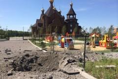 В Горловке от прямого попадания загорелся деревянный храм