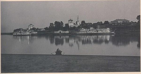 Фото набережной Мологи во время белых ночей.
