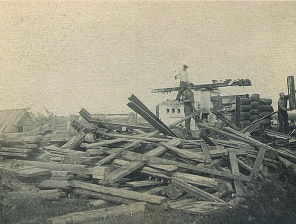 Дома раскатывались на бревна, сбивались в плоты и по реке сплавлялись на новое место.