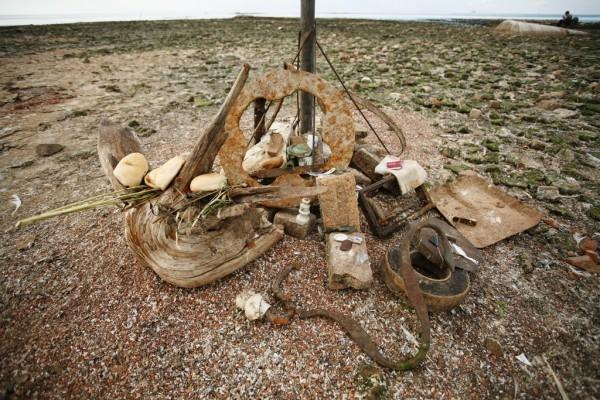 На месте собора установлен памятный знак «Прости гор. Молога». У его основания собрано что-то вроде самодельного мемориала – различные вещи, найденные в руинах. Кто-то принес и оставил хлеб и траву.