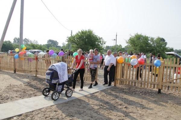 Новые дома для пострадавших от наводнения освятили в Биробиджанской епархии