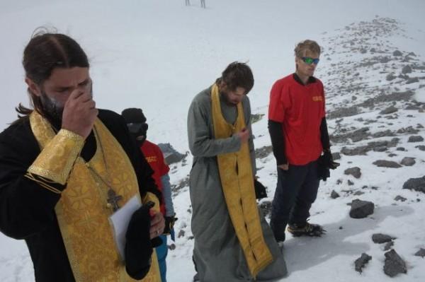 Экспедиция Кемеровской епархии поднялась для молитвы на вершину Эльбруса