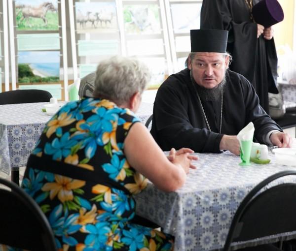В пунктах временного размещения беженцев начали работать церковные психологи