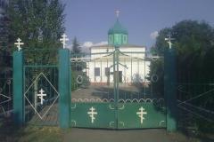 В Донецке от прямого попадания снаряда полностью сгорел храм