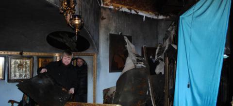 В Николаеве неизвестные подожгли две церкви бутылками с зажигательной смесью