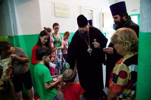 Церковь помогает беженцам: где, как, сколько, как принять участие и что будет дальше?