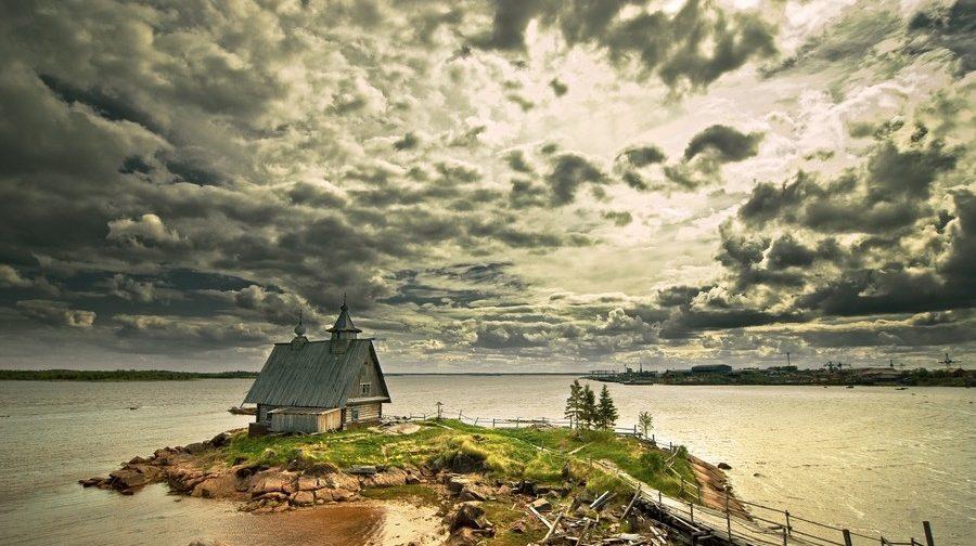 Святое в России: кто смотрит и что не видит
