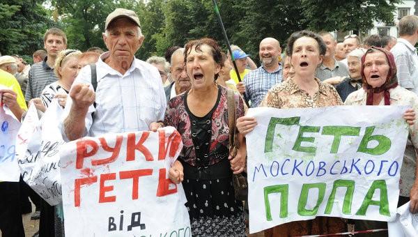 Активисты «киевского патриархата» пытаются захватить храм Черновицко-Буковинской епархии