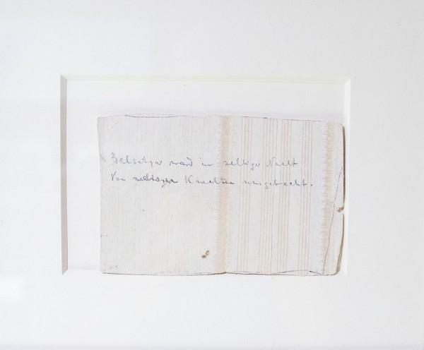 Фрагмент обоев с надписью на немецком языке, обнаруженный следователем И.А. Сергеевым в комнате дома Ипатьева, где была расстреляна царская семья, 1918