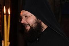 На Афоне сорвался в пропасть монах, спешивший на помощь пострадавшим в аварии