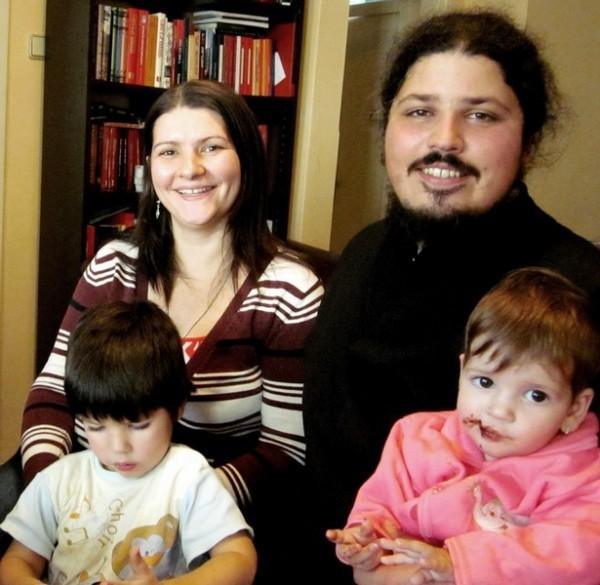 Иерей Владе Капларевич с семьей