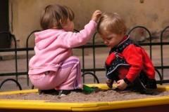 Девочка умоляет братика не вырастать