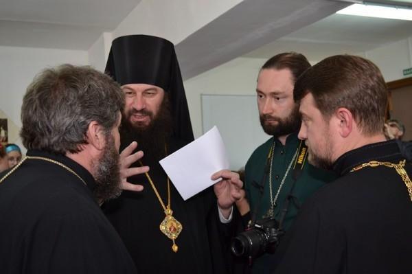 Со священниками
