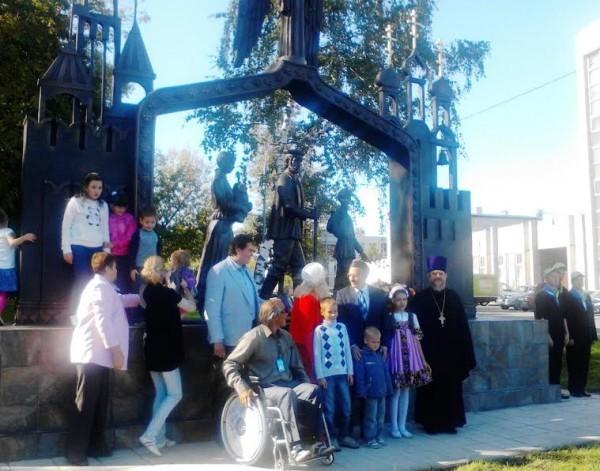 В Москве открылась скульптурная композиция «Паломники, идущие из Москвы в Троице-Сергиеву Лавру»