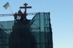 В Харькове на месте снесенного памятника Ленину поставили крест