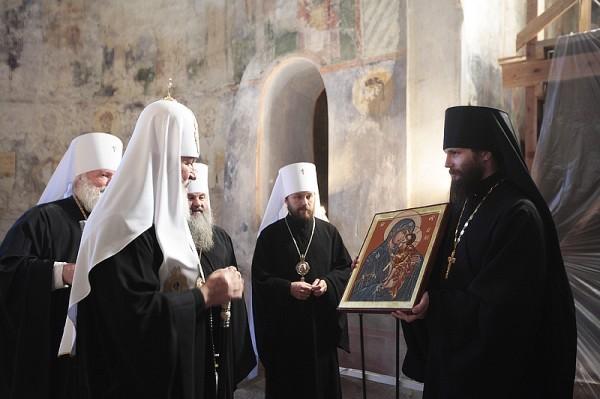 Патриарх Кирилл в Мирожском монастыре