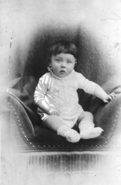 Фотопортрет Адольфа Гитлера, в который Флёра не смог выстрелить в финальной сцене