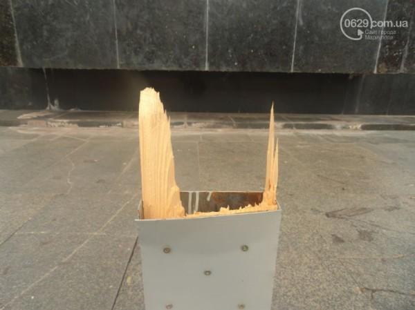 В Мариуполе сломали крест, установленный в центре города