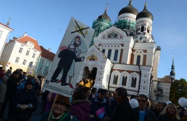 """В защиту семьи: эстонцы выступают против закона """"о сожительстве"""""""
