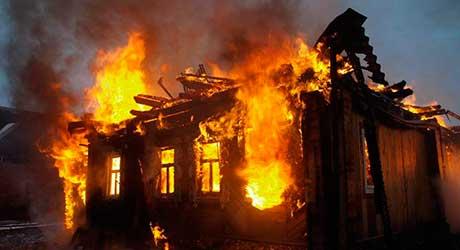 Судебный пристав из Брянской области спас пожилую женщину во время пожара