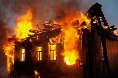 Южноуральский пожарный по дороге на работу спас человека из огня