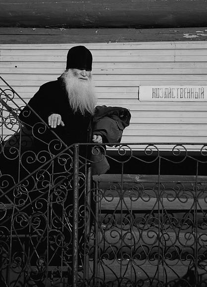 На работу. г.Печёры, 2011