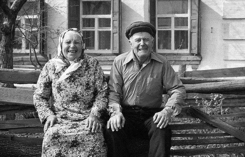 Пожилая тварь дает, черно белое фото голые лохушки