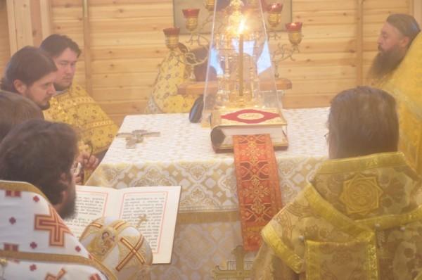 На освящение прибыли почти все священники, когда-то командированные Миссионерским отделом в Тикси - почти полтора десятка!