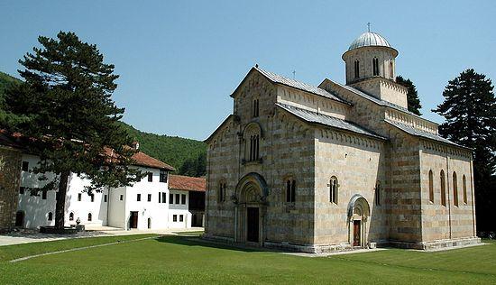 Сербский монастырь Высокие Дечаны стал объектом провокаций со стороны экстремистов